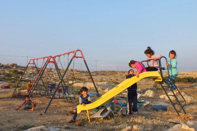 Susiya: Ein paar hundert Meter vom Ort der Zerstörung entfernt steht der Spielplatz.