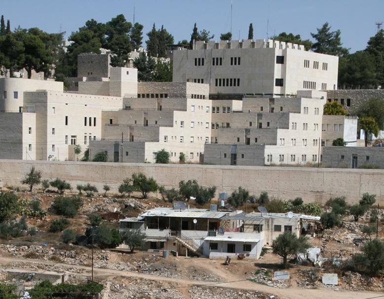 Häuser palästinensischer Familien unterhalb der Siedlung Kiryat Arba