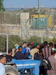 Blick auf Netanya und Mittelmeer vom Landwirtschafts-Checkpoint in Deir al- Ghussun