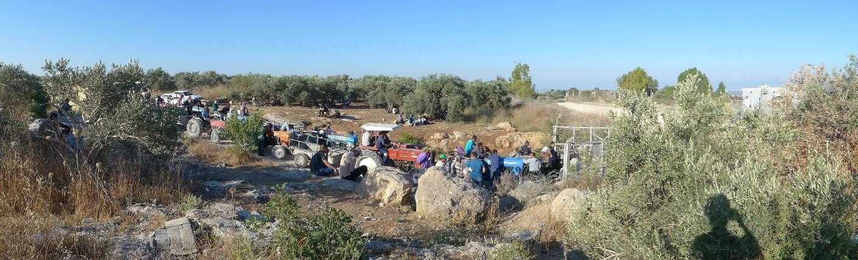 Warteschlnge am Landwirtschafts-Checkpoint in Deir al-Ghussun