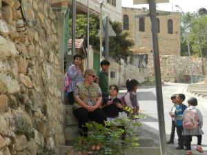 EA mit Schulkindern auf der Shuhada Street