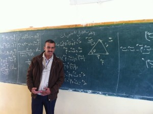 Mathelehrer Mohammed in seinem Klassenraum