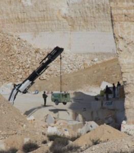 Military seizes equipment in Beit Fajjar (Foto EAPPI Tomlund)