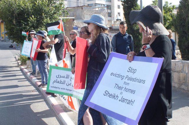 Ostjerusalem, im Viertel Sheikh Jarrah: Israelis, Palästinenser und internationale Engagierte demonstrieren gegen die Vertreibung von Palästinensern aus Teilen Ostjerusalems.