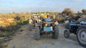 """Bauern warten am """"agricultural gate"""" in Deir al-Ghussun, nördlich von Tulkarem; Foto © EAPPI"""