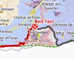 """Die sogenannte """"Nahtzone"""" (seam-zone) bei A Seefer; durch die Abweichung von der Grünen Linie wird die Siedlung Mezadot Yehuda auf die """"israelische"""" Seite der Trennbarriere gebracht; die Menschen von A Seefer jedoch haben keine Erlaubnis, Israel zu betreten; sie müssen für jegliche Bedürfnisse den Beit Yatir Checkpoint passieren, um in die Westbank zu gelangen. Kartenausschnitt © UNOCHA"""