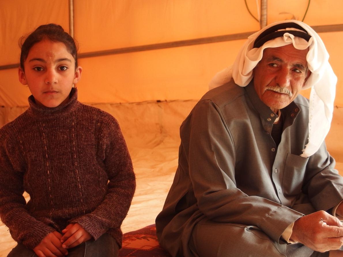 Abed mit seiner Enkelin