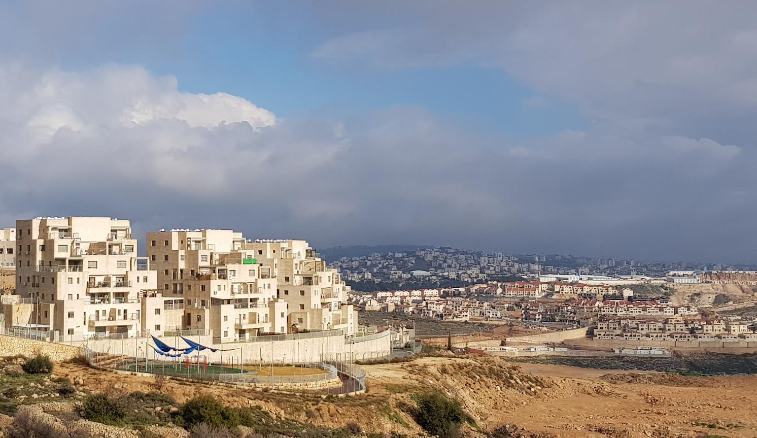Ausbau der Siedlung Efrat, auf den Hügeln am Horizont die Häuser von Bethlehem; Foto © EAPPI