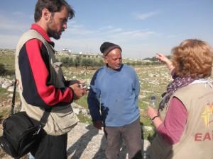 EAs im Gespräch mit Abu Mohammed nach dessen Freilassung