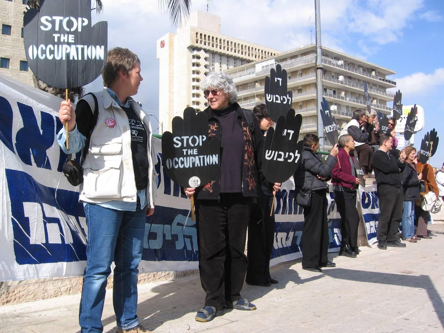 Mahnwache der Frauen in Schwarz gegen die israelische Besatzung