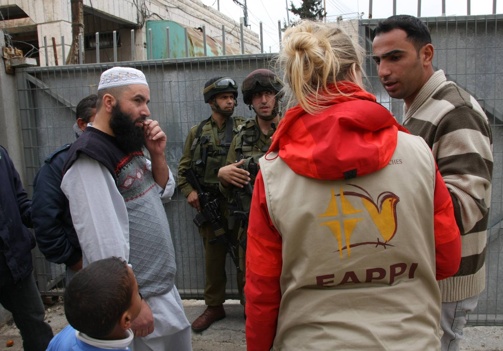 Ökumenische Begleiterin am Checkpoint in Jerusalem