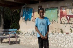 """Schülerin der """"Reifen-Schule"""" in Khan al-Ahmar"""