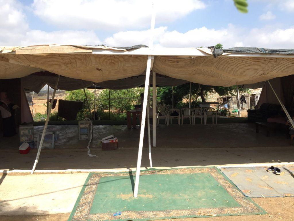 Behandlungszelt im Beduinendorf Ramadin al-Janubi (Photo: EAPPI)