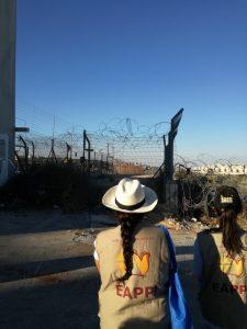 Am Stadtrand wird aus der Mauer eine Anlage aus elektronisch gesicherten Zäunen