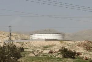 Die hoch gesicherten Brunnenanlagen des israelischen Konzerns Mekorot durchziehen das gesamte Jordantal