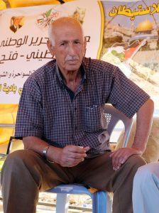 """""""Meine Familie hat das Land vor 300 Jahren gekauft"""": Yunis Sheqier im Protestzelt auf dem Jabal al Muntar. Foto © EAPPI"""