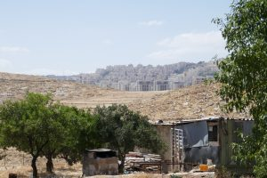 Blick von An Nu'man auf die Siedlung Har Homa, die stetig in Richtung des Dorfes erweitert wird