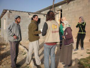 Siedler beschuldigen im März 2016 Umm Nasser und ihre Familie, Teile des Gedenkortes beschädigt zu haben; Foto EAPPI