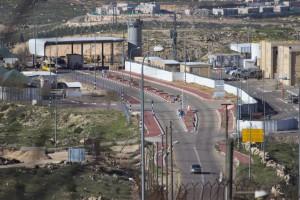 Blick auf den Beit Yatir Checkpoint vom Land der Abu Qbeitas (Foto: A.Lopez)