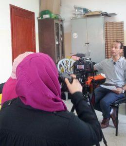 Bashar wird von Studentinnen der An- Najah Universität Nablus interviewt; ©EAPPI