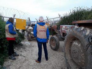 EAs an einem agricultural gate © EAPPI