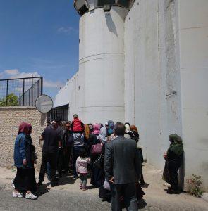 Wartende am Eingang für die Frauen, Bethlehem Checkpoint 300; Foto © EAPPI