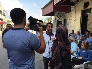 Fernsehteam interviewt einen Teilnehmer des Prisoner's Sit In (Photo: EAPPI)