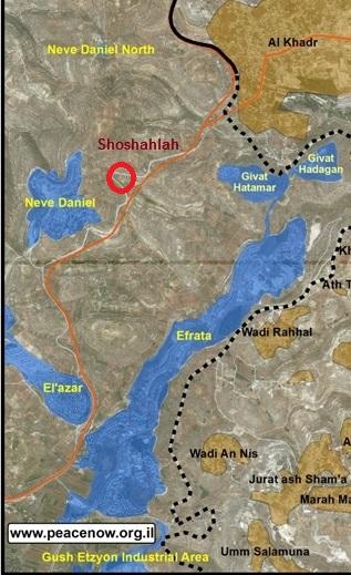 Von Shoshahla blickt man in alle Richtungen auf Siedlungen (blau); Karte PeaceNow, Markierung Shoshahla zugefügt
