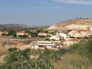 Die Siedlung Avne Hefez, von Abu Omars Grundstück aus fotografiert; © EAPPI