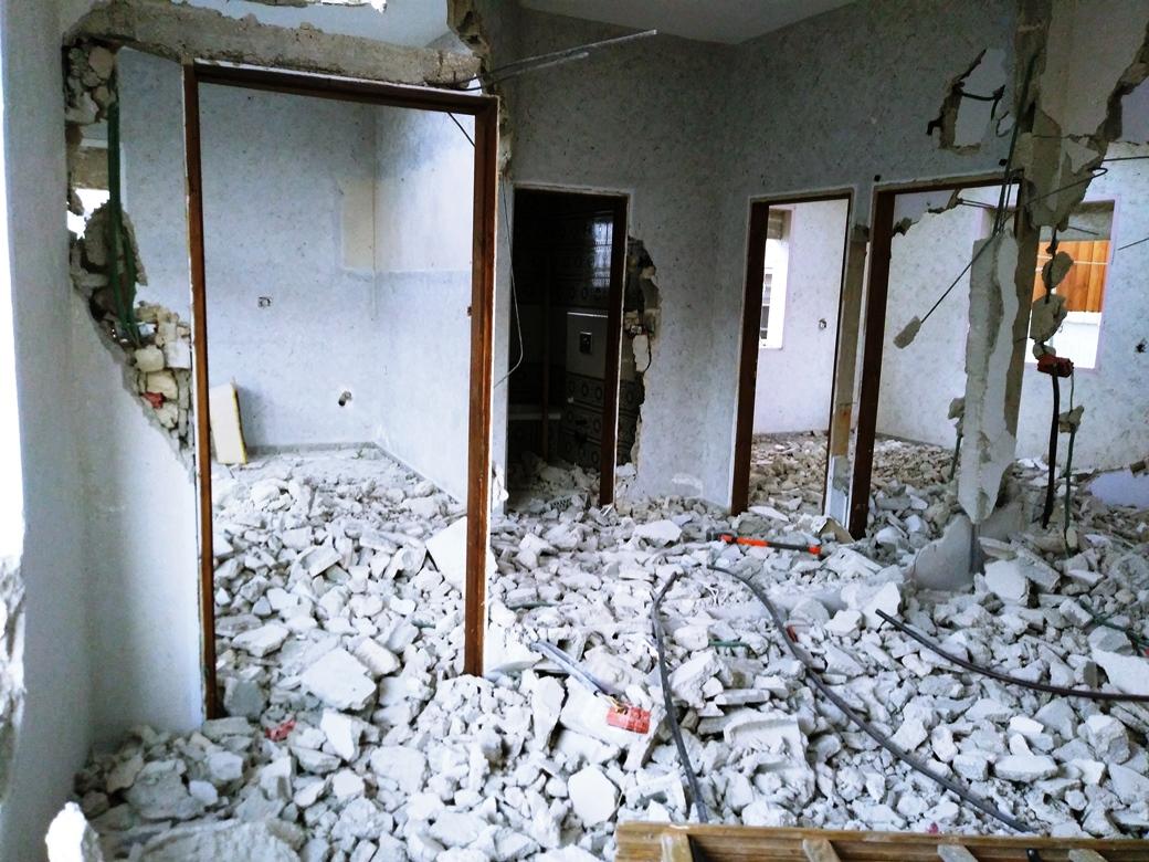Wo noch vor kurzem eine 6köpfige Familie wohnte liegt nun alles in Trümmern; Foto © EAPPI
