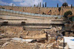 Tiefe Kluft: Grabungen im Schatten der Altastadt von Jerusalem. Foto © EAPPI