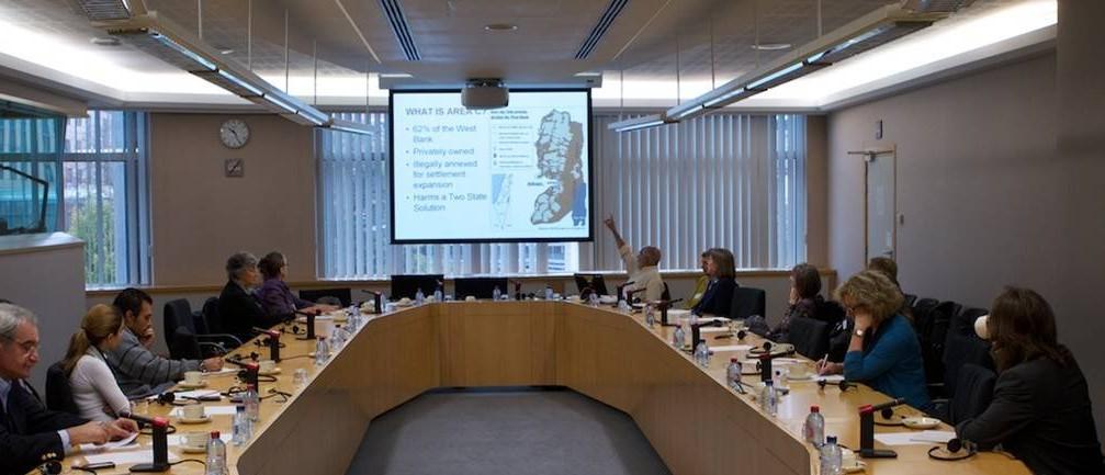 Vortrag von ehemaligen EAs vor Vertretern von EU-Institutionen in Brüssel