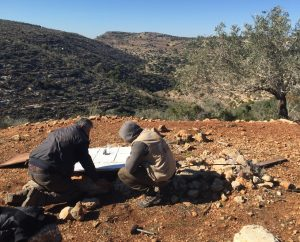 Brunnenreparatur im Wadi Qana; ©EAPPI