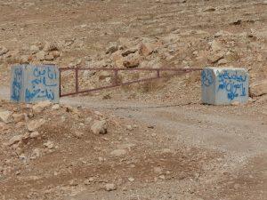 Das Tor an der Zufahrtsstraße zu Rasheds Land; ©EAPPI
