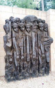Janusz Korczak und die Ghettokinder – Skulptur in Yad Vashem