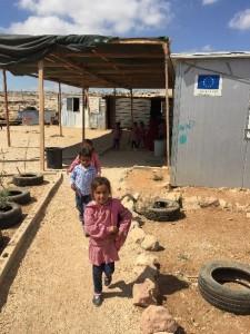Die Kinder wollen weiterhin zur Schule gehen, trotz aller Widrigkeiten