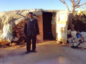 Mohammed Khalil Nawaja vor seinem Haus